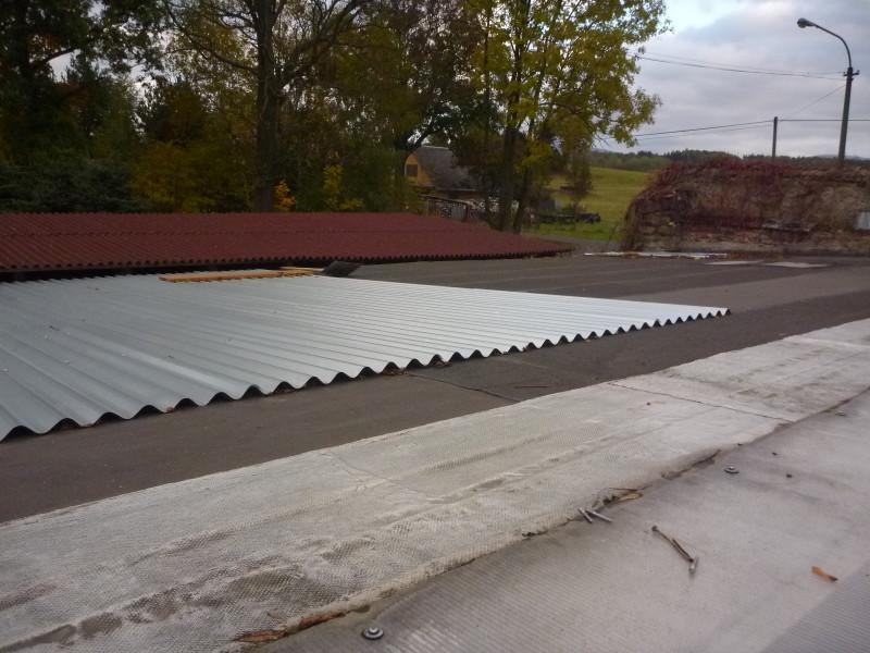 Rekonstrukce střechy na kotcích pokračuje